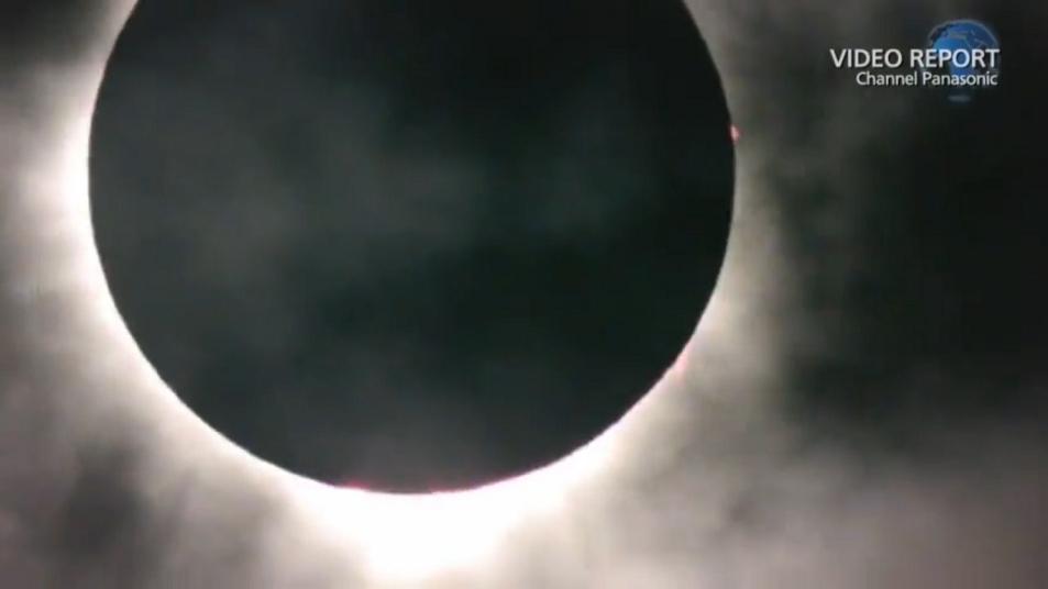 ケアンズ近郊で観測された皆既日食をライブ中継 (2分16秒)