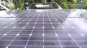 中継機器への給電に9枚のHITソーラーパネルを設置 (0分50秒)