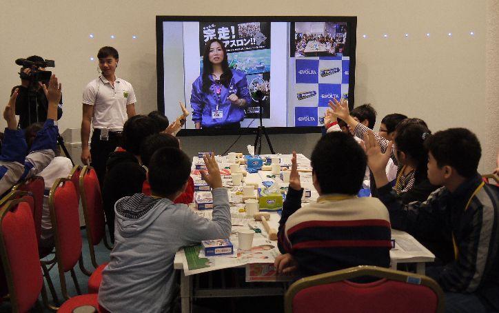 HD映像コミュニケーションシステムによる遠隔授業の様子