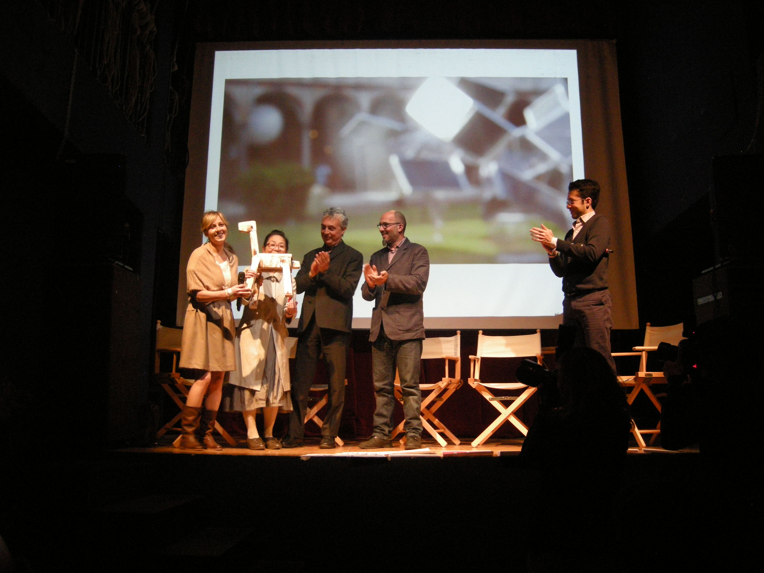 4月22日に行われた授賞式の様子。会場のTeatro Franco Parenti(ミラノ)にて