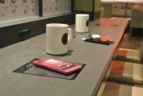 当社製無接点充電対応スマートフォン docomo ELUGATM V P-06D(画面はハメコミ)