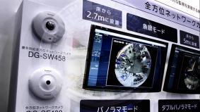 カメラ1台で360°の監視が可能な全方位ネットワークカメラ。 (0分06秒)