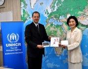 ヨハン・セルスUNHCR駐日事務所代表(左)とパナソニック CSR担当・小川理子グループマネージャー