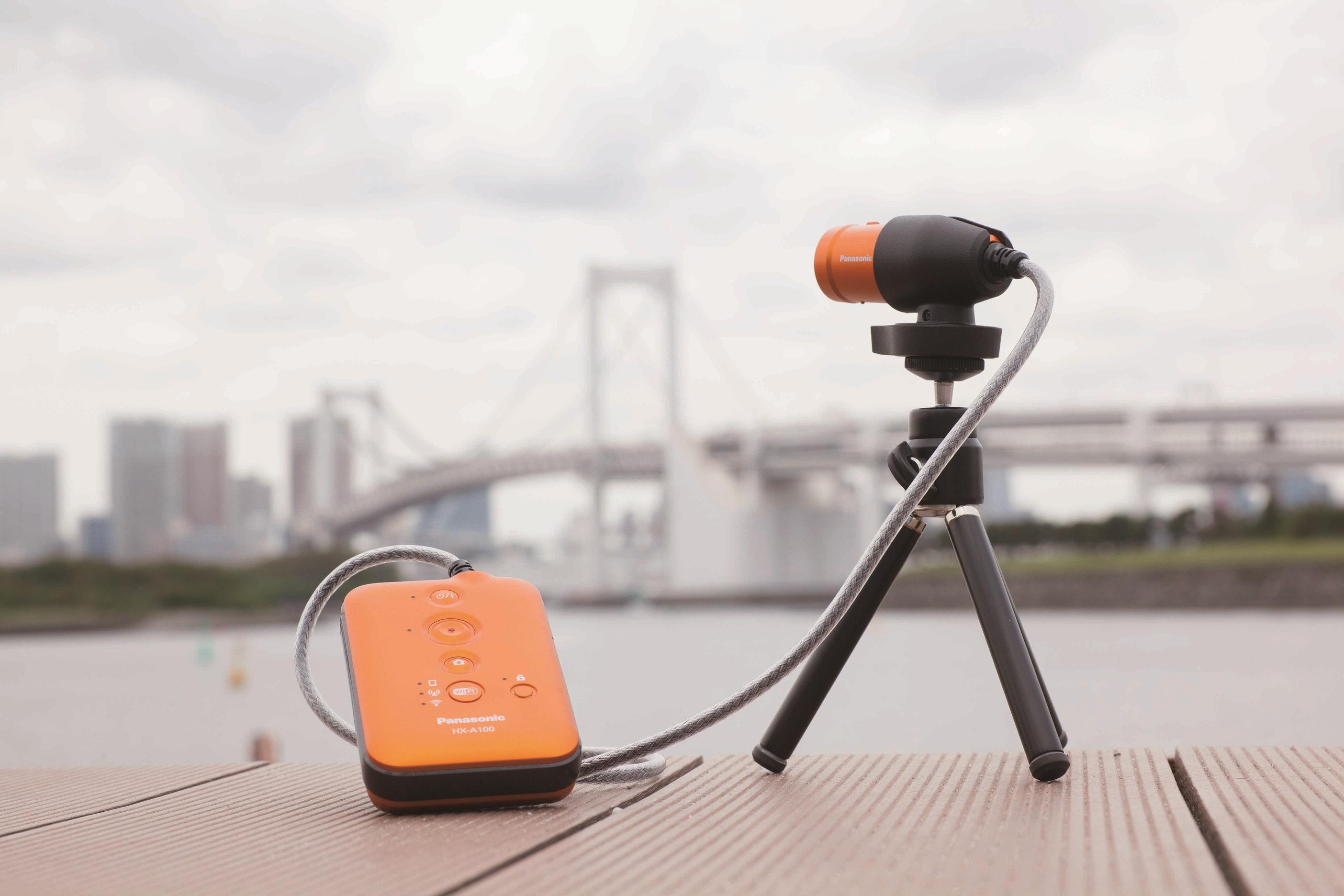 トライポッドマウントと市販のミニ三脚を組み合わせたパナソニックのウェアラブルカメラHX-A100