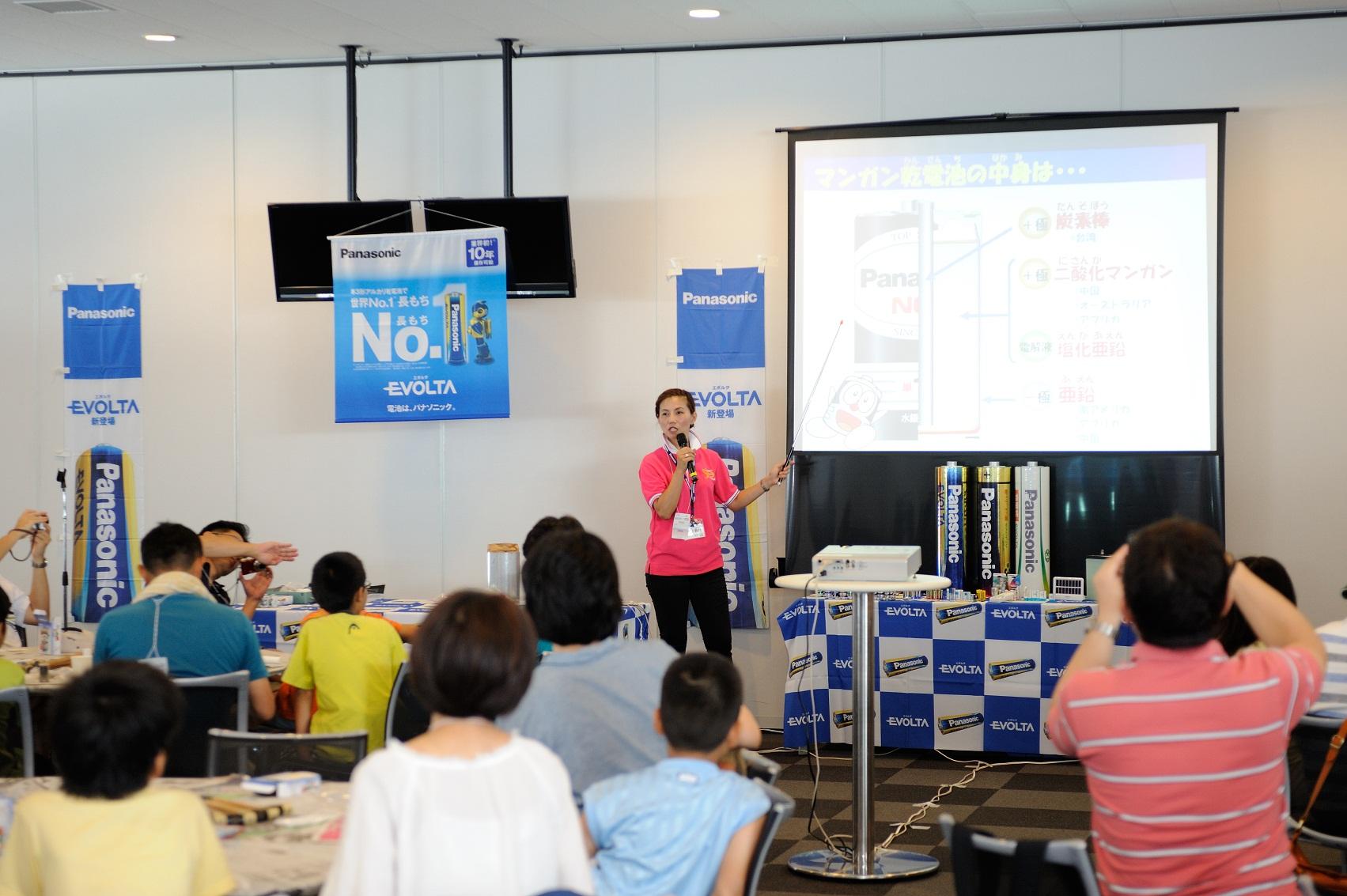 2012 Ene-1 GP SUZUKAでの「手づくり乾電池教室」の様子