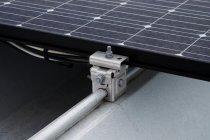 既設の屋根にHIT太陽電池モジュールを直接固定