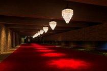 エントランスホワイエの旧フェスティバルホールのデザインを継承したシャンデリア