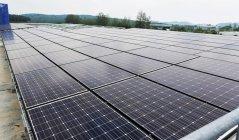 HIT太陽電池工場(マレーシア)に設置された太陽光発電モジュール(事務所の照明、エアコン用)