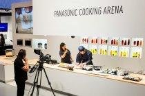 IHクッキングヒーターを使った調理実演デモ パナソニック IFA2013