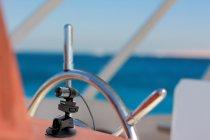 ボートなどで風が吹いても倒れないよう強力に固定装着し撮影可能。パナソニックのサクションカップマウント