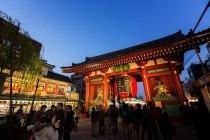 大改修を終えた大提灯が吊るされた東京・浅草寺の雷門