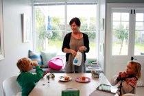 「スマートハウスでの暮らしは子どもたちにとって省エネを意識するよい体験になります」