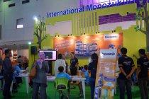 子どもたちを対象にした手づくり乾電池教室と、デコレーションネックライト教室を開催