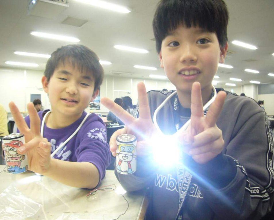 パナソニックの「手づくりネックライト教室」「手づくり乾電池教室」