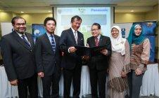 マラヤ大学とパナソニック マレーシアとの調印式典の様子