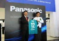ヤンゴン・ユナイテッドFCのPye Phyo Tayza社長とパナソニックの前田恒和代表