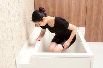 浴槽と壁との空間15cmで自然な立ち座り動作を妨げにくい「セルフィーユ」