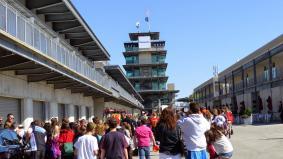 インディアナポリス・モータースピードウェイに集まったファン