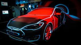 テスラ モデルSに3Dプロジェクションマッピング デモ