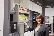 キッチン・天袋の収納機構「ソフトダウン・ウォールユニット」の用途を提案