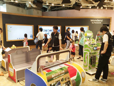 グランフロント大阪で最新カーナビ「安心・快適体感イベント」開催