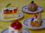 フォーカスセレクト作例(フォーカス位置:一番奥のケーキ)