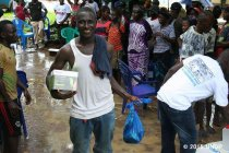 パナソニックがUNDPにソーラーランタンを寄贈、エボラ出血熱感染地域へ配布を開始(写真3)