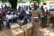 パナソニックがUNDPにソーラーランタンを寄贈、エボラ出血熱感染地域へ配布を開始(写真4)