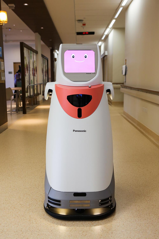 シンガポールのチャンギ総合病院に本格導入された自律搬送ロボット「HOSPI(R)」