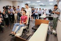 シンガポールのチャンギ総合病院で実証実験が行われている離床アシストベッド「リショーネ」