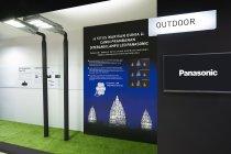 屋外用照明コーナーはプランバナン寺院遺跡群に寄贈した投光器の紹介パネルも