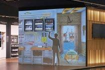 プロジェクションマッピングでキッチン以外の収納用途も提案:「ガレージの収納(Garage)」