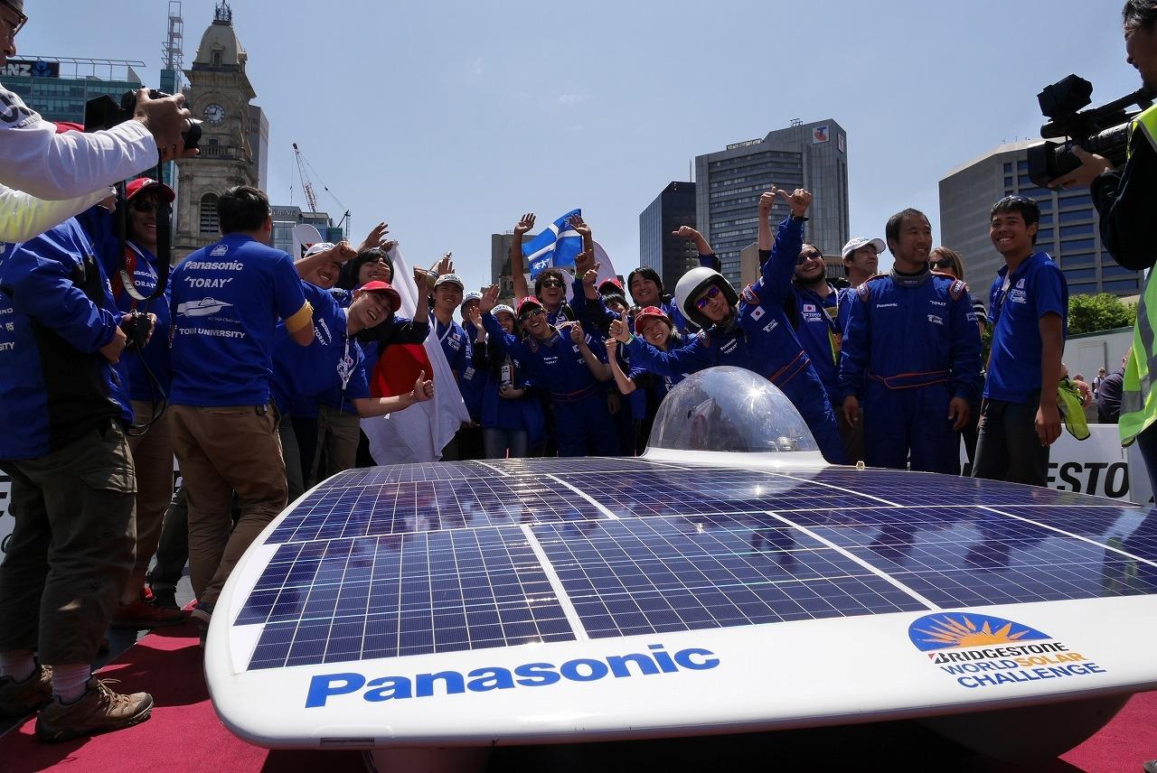 約3,000km走破した東海大ソーラーカーチーム。3位入賞を果たした。
