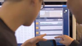 さまざまなデータを分析し、スマートな店舗運営をサポート。