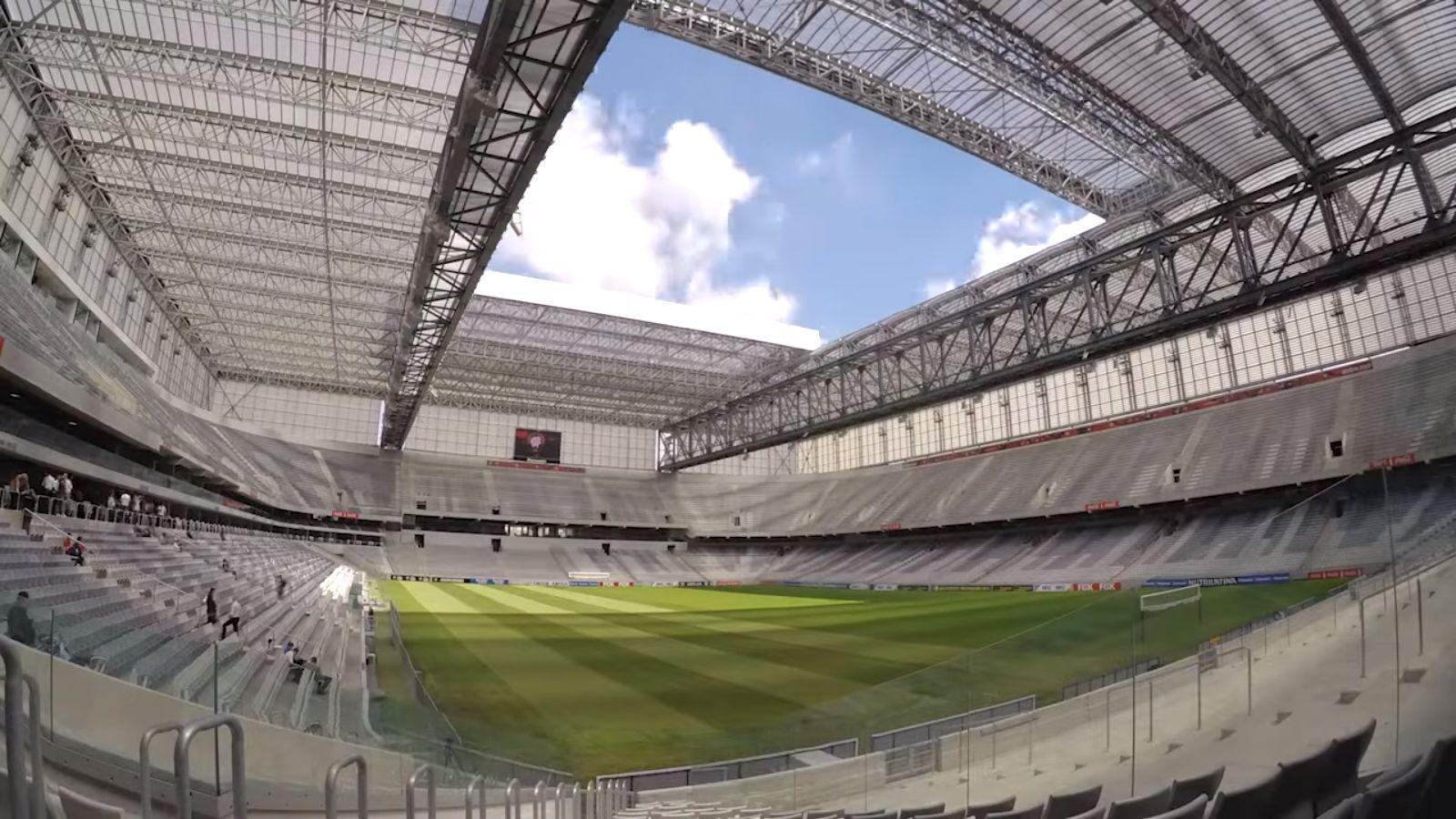 ブラジルの「アレーナ・ダ・バイシャーダ」では場内の随所に設置されたテレビで試合の様子を楽しめる