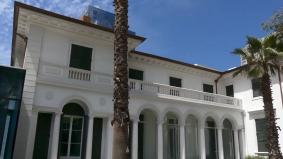 チリのインタラクティブ視聴覚ミュージアム「MUI」中庭から