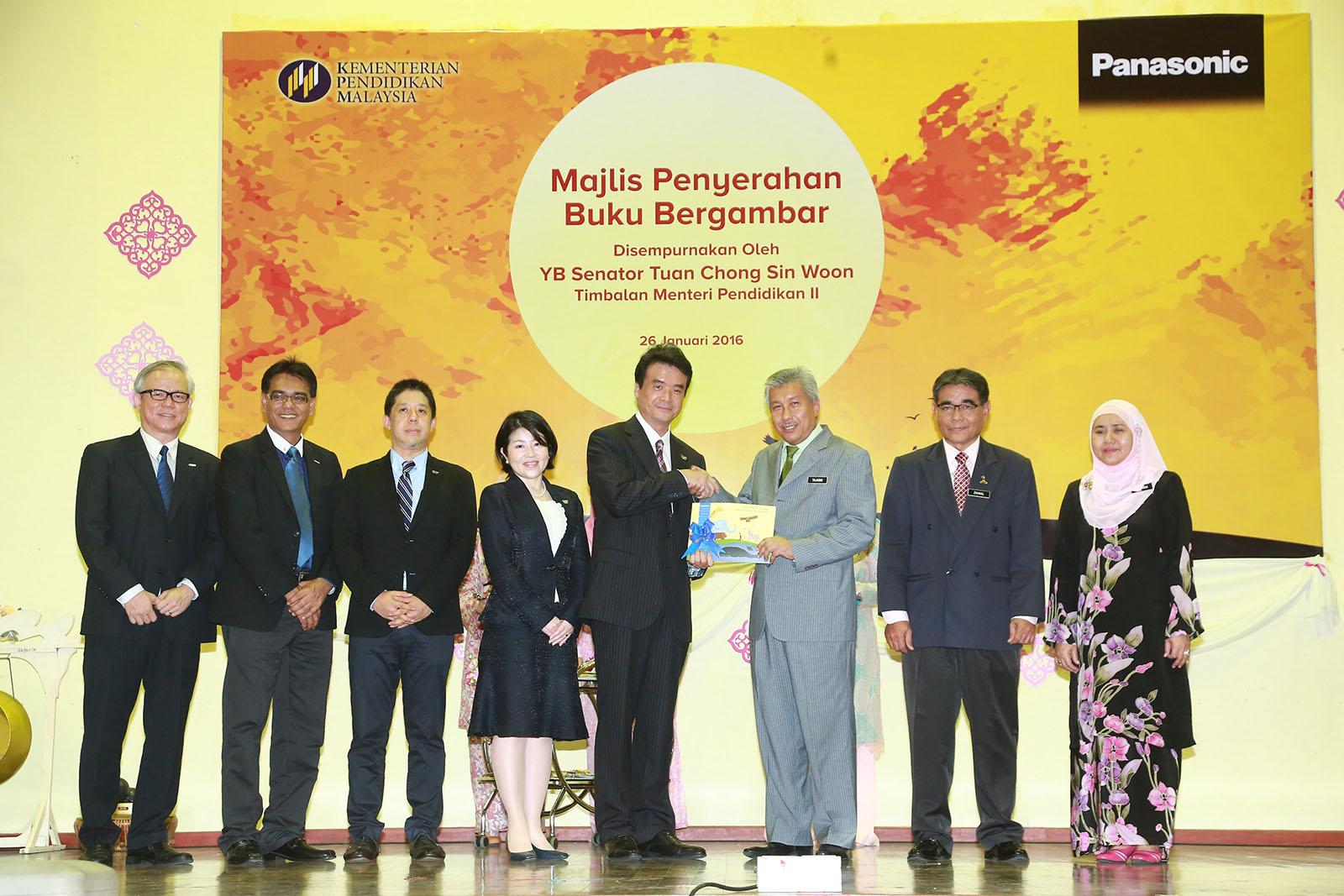 パナソニックがマレーシアの子どもたちに1万6千冊の絵本を寄贈