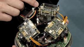 WiGig(R)アクセスポイント内部 3つの無線モジュールを組み合わせ360度をカバー