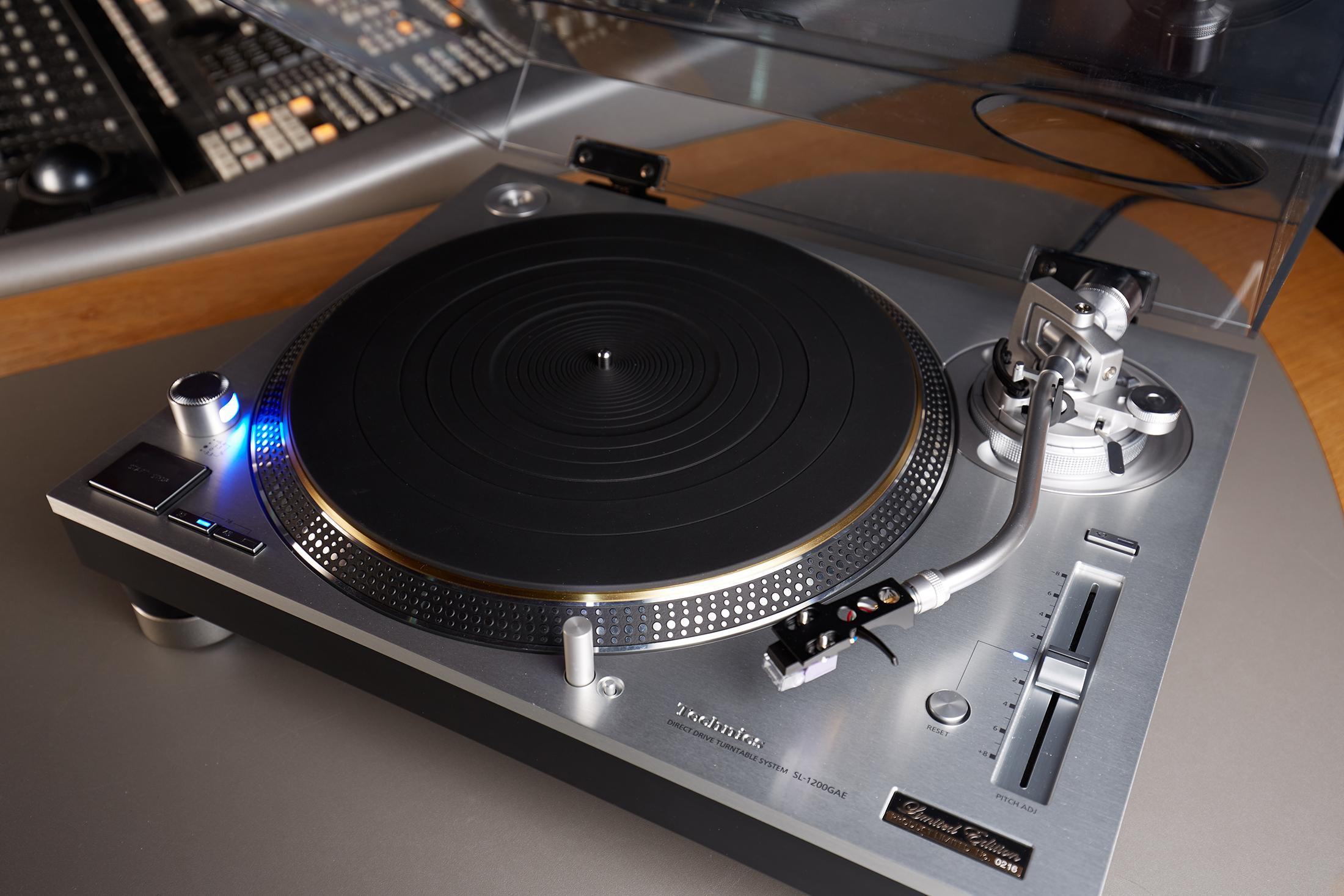 テクニクスのターンテーブルがロンドンのアビーロードスタジオに導入(1)