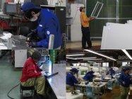 各生産ラインで作業を行う三松の技術者