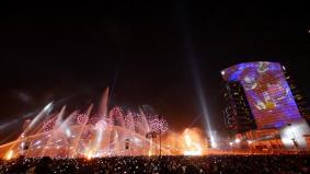 「ドバイ フェスティバル シティ」プロジェクションマッピングの様子(2)