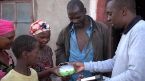 【ソーラーランタン10万台プロジェクト】パナソニックが南アフリカ、スワジランド、レソトへ初寄贈(2)