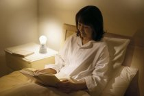 ベッドサイドの読書灯・常夜灯に~調光・調色機能付き「球(たま)ランタン」