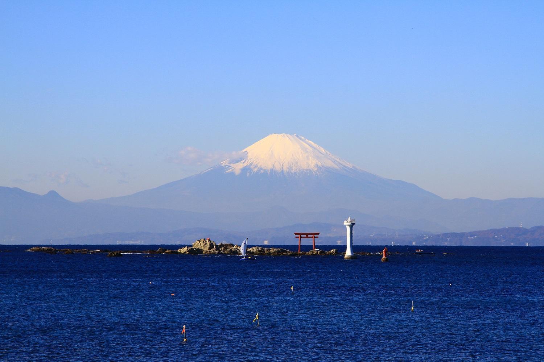 森戸神社からの富士山とヨット~「日本ヨット発祥の地 葉山フォトコンテスト2017」を開催