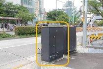 歩道上の配電地上機器(デジタルサイネージ設置前)
