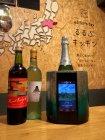 「Sake Cooler」が銘柄を認識し、自家栽培のワイン畑の様子など関連情報を表示
