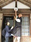 LED電球への交換シーン(清水寺・成就院)(2)