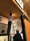 LED電球への交換シーン(清水寺・円通殿)