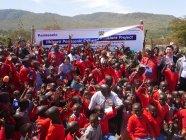 寄贈式 集合写真:コミュニティと子どもたち