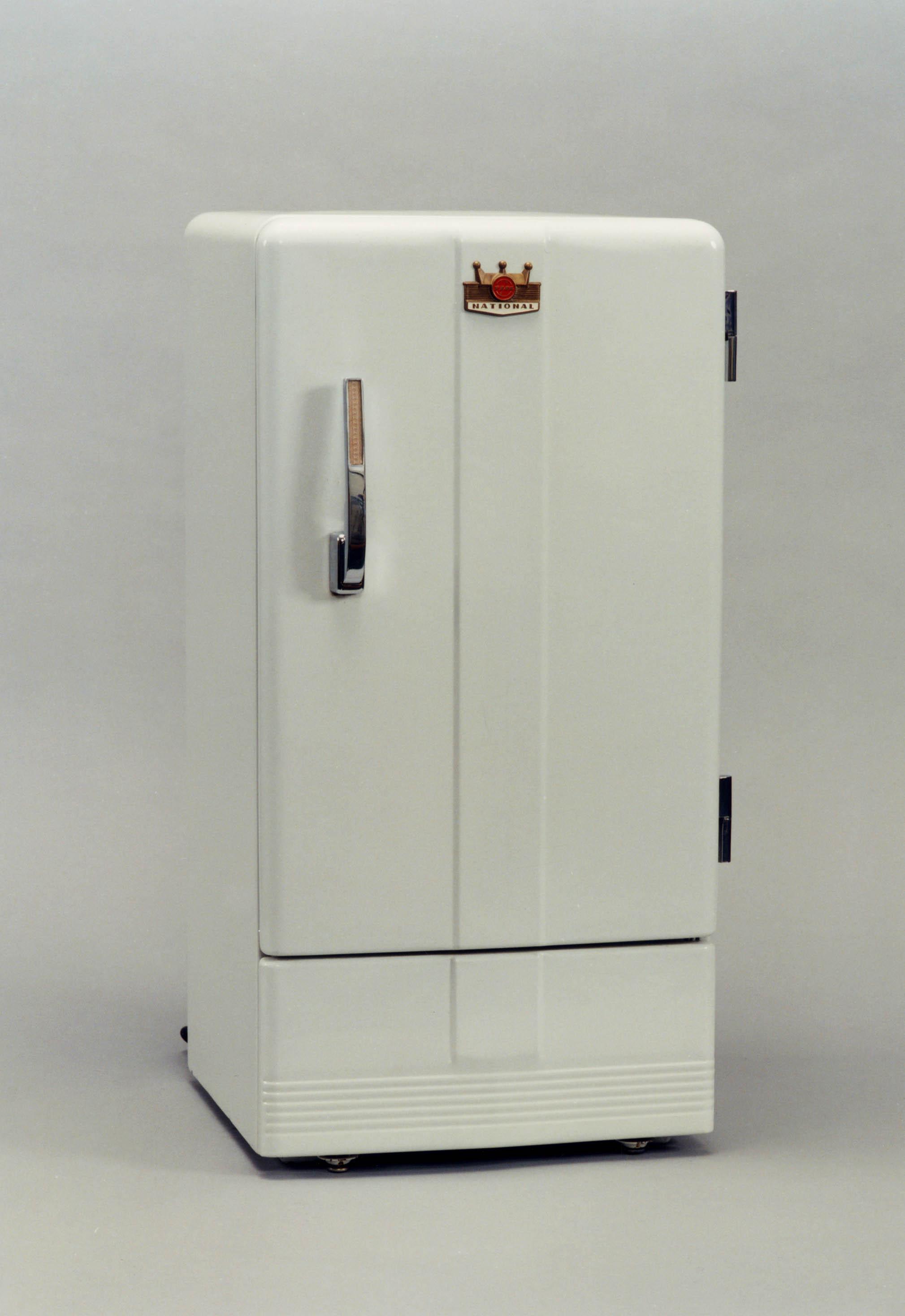 家庭用冷蔵庫1号機「NR-351」